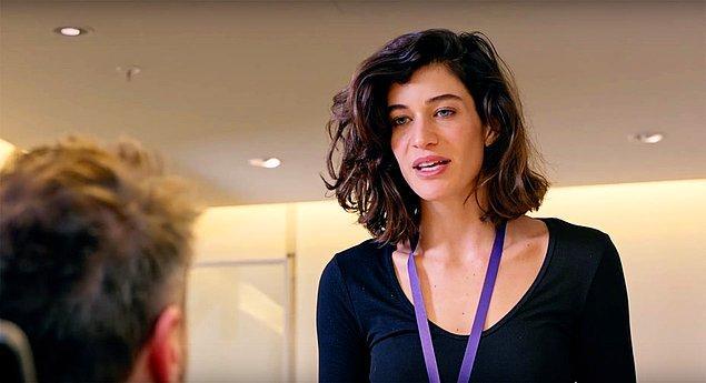 Bir de Özge'miz var. Gazeteci Özge, Can Manay hakkındaki gerçekleri araştırdığı için kovulan ve intikamının peşine düşen bir kadın.