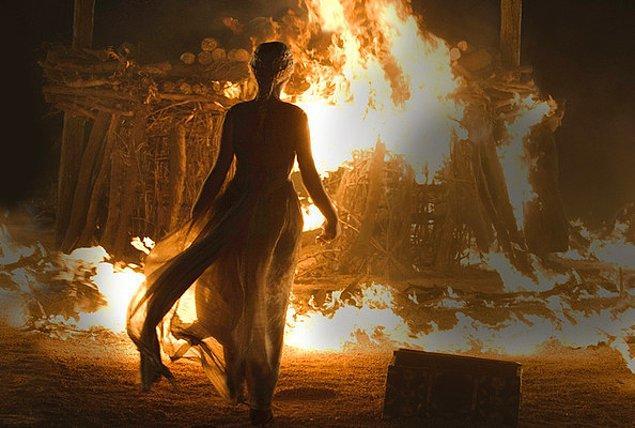 """12. """"Ateşin çıkardığı ses, ateşi yakan hakkında dedikodu yapıldığına işarettir."""" cümlesini duyduğumuzda, ses çıkıp çıkmadığını anlamak için ateş yakma merakına girerdik. Tabi bu daima daha tehlikeli olurdu."""