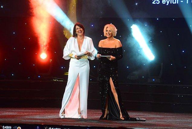 Oyuncu Meltem Cumbul, gazeteci Ayşe Arman ile birlikte gecenin sunuculuğunu üstlendi.