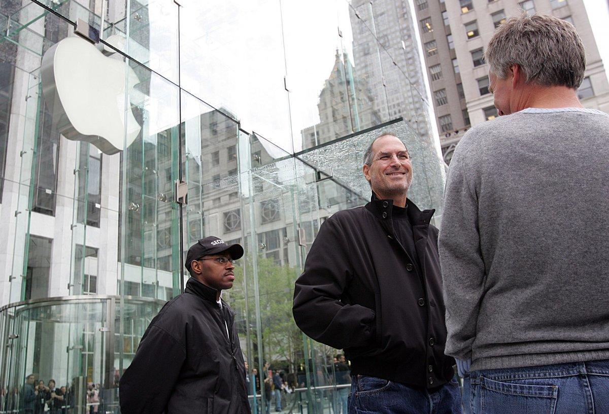 Batmak Üzere Olan Şirketi Dünyanın Hakimi Haline Getiren Bir Deha: Ölümünün 6. Yılında Steve Jobs 86