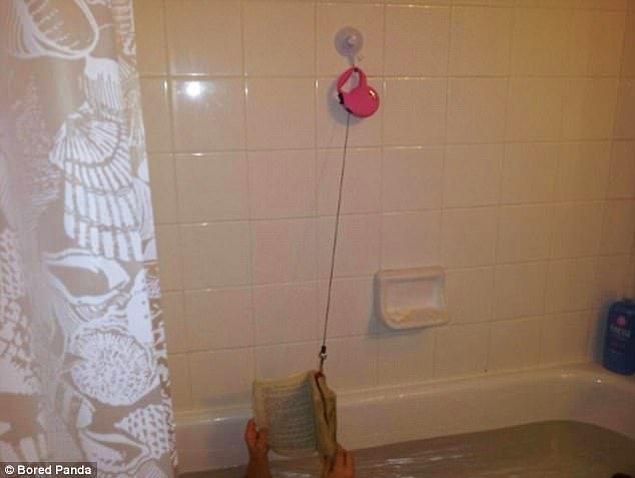 13. Banyoda, tuvalette kitap okumayı seviyor musunuz? Köpek tasmasıyla yapılan bu pratik askı tam size göre.