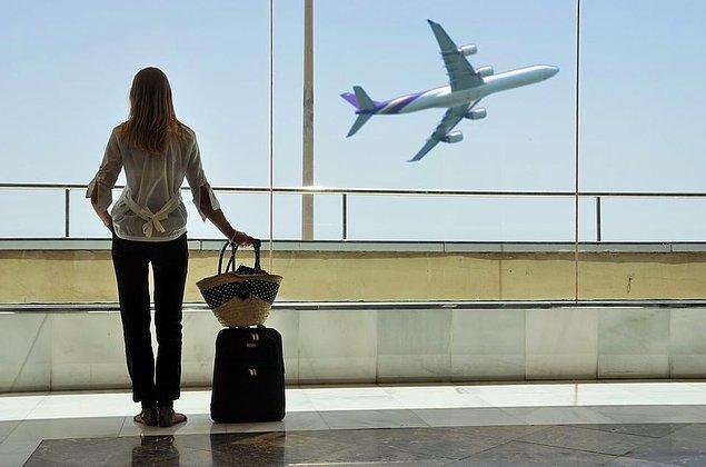 Vizesi olmayan Türk vatandaşları ise yeni bir düzenlemeye kadar ABD'ye seyahat edemeyecek.