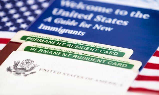 Green Card, göçmenlik yasasıyle şekillendiği için vize başvurularının askıya alınması Green Card'a yönelik başvuruları etkilemeyecek.