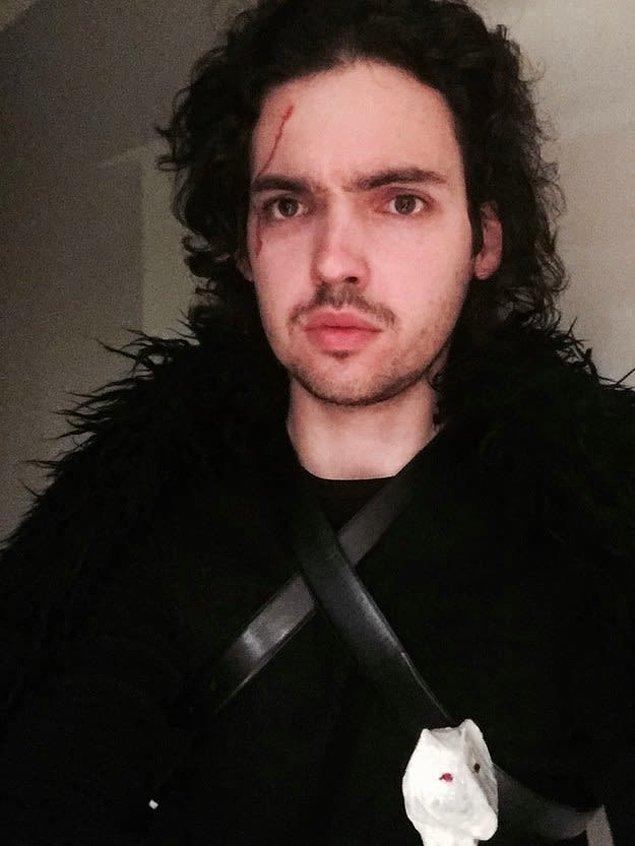 17. Jon Snow olmak için saç sakal gerekiyor.