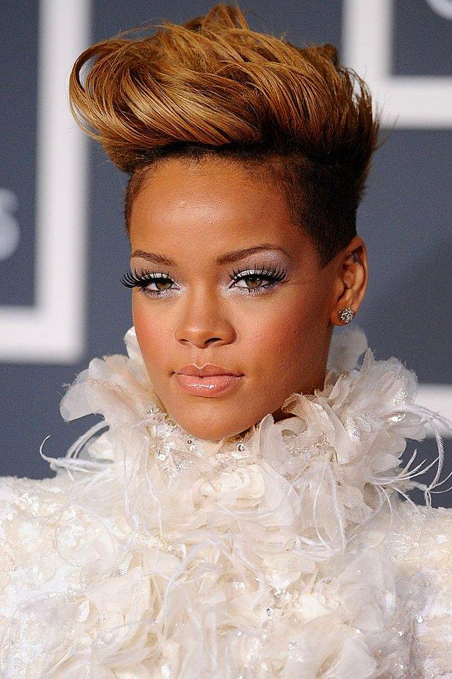 Ocak 2010'da NRJ Müzik Ödülleri'nde Yılın Kadın Sanatçısı ödülünü alırken yeni saç stiliyle beraber karamel ombreye bir şans vermişti.