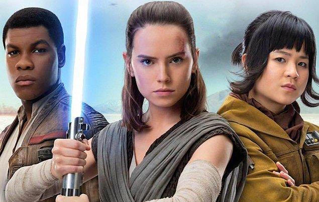 Rey, Finn, Poe ve Luke Skywalker ile destansı yolculuğuna devam ediyor.