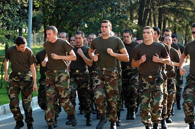 19. Hababam Sınıfı Askerde (IMDb Puanı: 2,9)