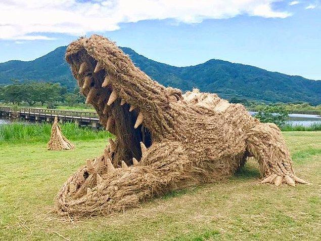 Festivalde sergilenen bazı heykellerin görüntüleri:
