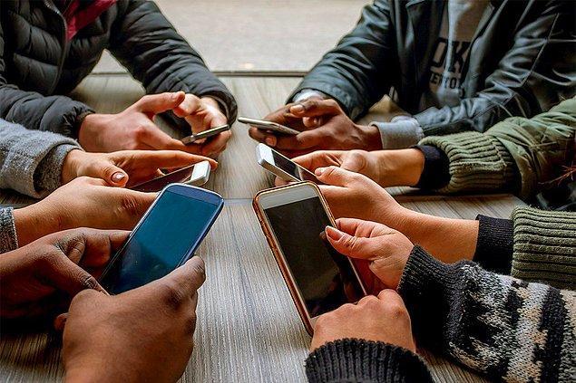 Araştırmacılar, akıllı telefonlarını yoğun bir şekilde kullanan 16 kişiyle hiç kullanmayan 35 kişiyi karşılaştırdı.
