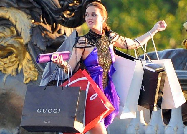 6. Alışveriş her şeyin ilacıdır der romantik komediler. Hayat üstünüze üstünüze geliyorsa kendinizi dışarı atıp birkaç parça bir şey almaktan zarar gelmez.