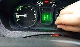 Ruslar, Trafikte Dururken Şoförlerin Canı Sıkılmasın Diye Gösterge Paneline Tetris Oyunu Gizledi