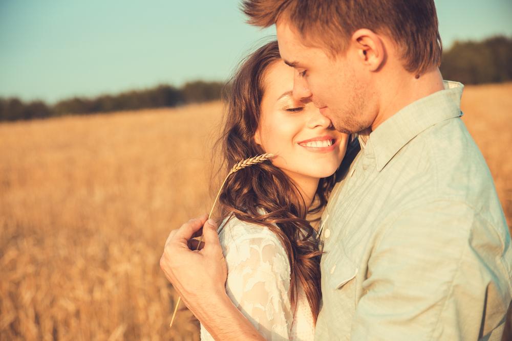 Красивые картинки влюбленные пары обнимаются