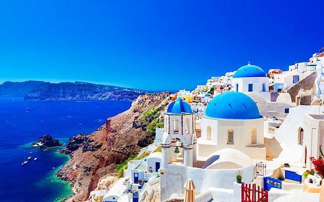 Beyaz ve mavinin buluşma noktası Santorini!