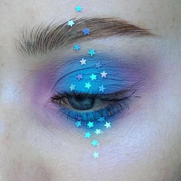 Far paletindeki mavi ve pembe renklerini kullanarak göz kamaştırıcı bir unicorna dönüşmek oldukça kolay.