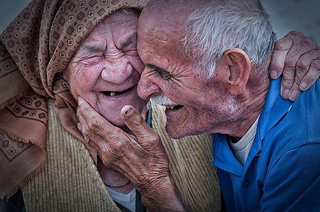 16. Bu hikayeyi hiç unutmam: Bir arkadaşımla beraber Pamukkaleye gitmiştik. Bir evin yakınında oturan bir yaşlı çift vardı...