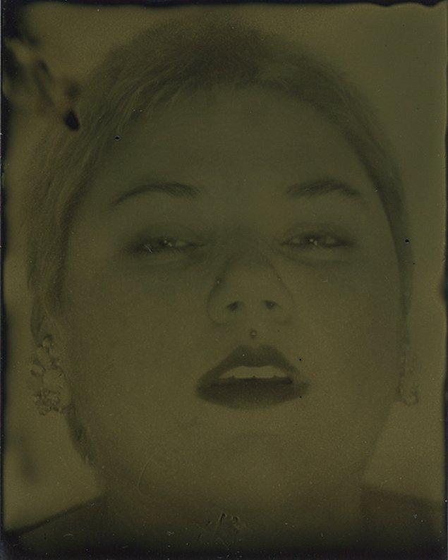 6. Crow, fotoğraflarını çektiği kadınlardan da bahsediyor.