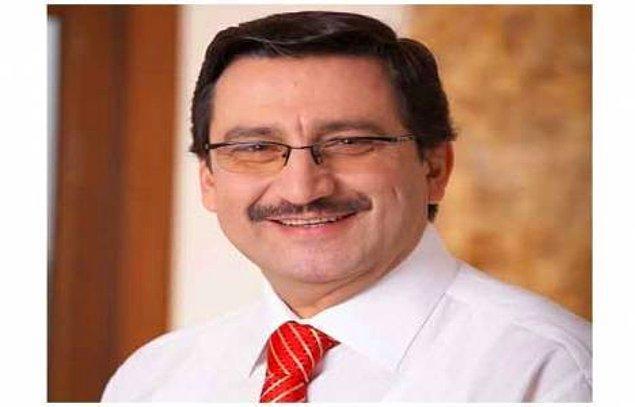 1. Gülüşü her ne kadar aynısı olmasa da Keçiören Belediye Başkanı Mustafa Ak