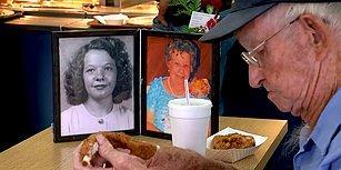 Ölümsüz Aşk! 93 Yaşındaki Adam Vefat Eden Eşinin Fotoğrafı Yanında Olmadan Yemek Bile Yemiyor
