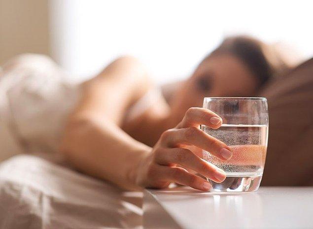 7. Sabahları uyanır uyanmaz dolaba koşup su içenlerdenseniz yanınızda küçük bir su sebili, termos ya da bir bardak su bulundurun.