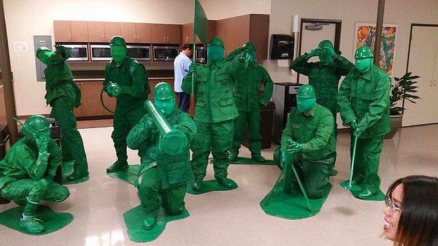 11. Çalıştıkları ofisteki kostüm yarışmasını hakkıyla kazanmışlar.
