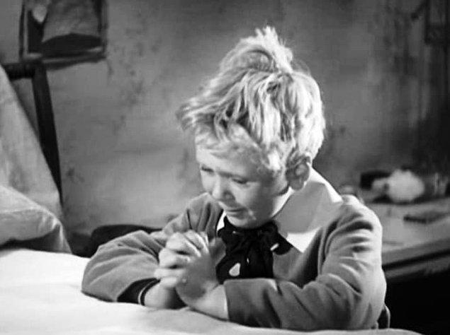 7. Jackie Cooper, 1931 yapımı 'Skippy'de oynadığında 8 yaşındaydı. Bir sahnede bir türlü ağlayamayınca, yönetmen Norman Taurog, Jackie'nin köpeğini setten dışarı çıkarttı ve köpeği silahla vurdurtmuş numarası yaptı.