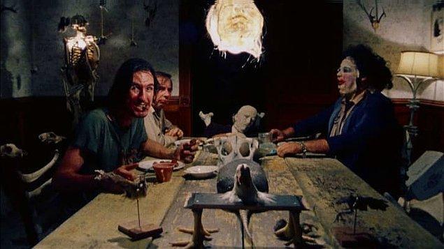 11. 'Texas Chainsaw Massacre'da, set dekorunda gerçek bir iskelet ve hayvan artıkları kullanıldı.