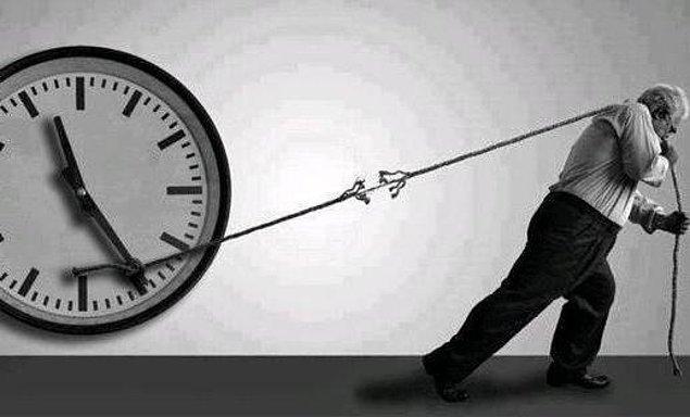 Geçmişe takılıp kalma!