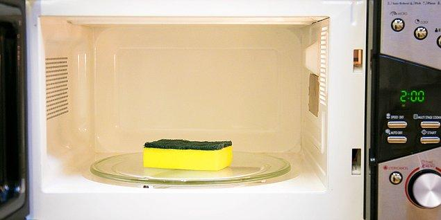 5. Bulaşık süngerinizi dezenfekte edin.