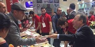 Gazeteci Sabahattin Önkibar'a TÜYAP'ta Saldırı: 'Bir Kitaba Bile Tahammül Edemeyen Zihniyet'