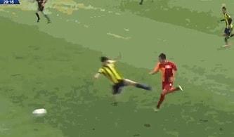 Fenerbahçe - Galatasaray U17 Maçında Yapılan Sert Faule Çıkan Sarı Karta Tepkiler Sürüyor!