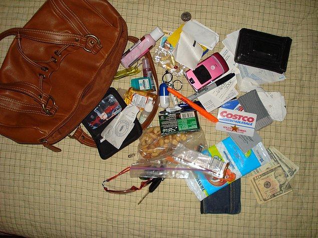 """6. """"Çantanızda ne var öyle bir sürü, ne koyuyorsunuz içine?"""""""