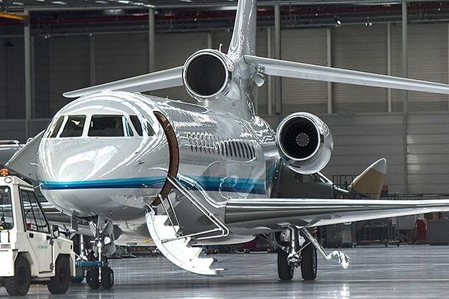 14 yolcu kapasiteli 1 adet Falcon 8x veya Gulfstream 550 tipi jet alabilirsiniz.