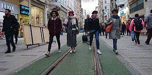 Ağaç Yoksa Kauçuk Sersinler:  İstiklal Caddesi'ndeki Tramvay Yolu Yenileme Çalışmalarıyla 'Yeşillendi'