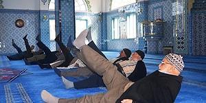 Üniversite Öğrencilerinden Cami Cemaatine Egzersiz Uygulaması: 'Beş Vakit Namaz Bir Vakit Spor'