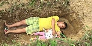 Kızını Ölüme Hazırlamak İçin Her Gün Mezara Gidip Yatıyor