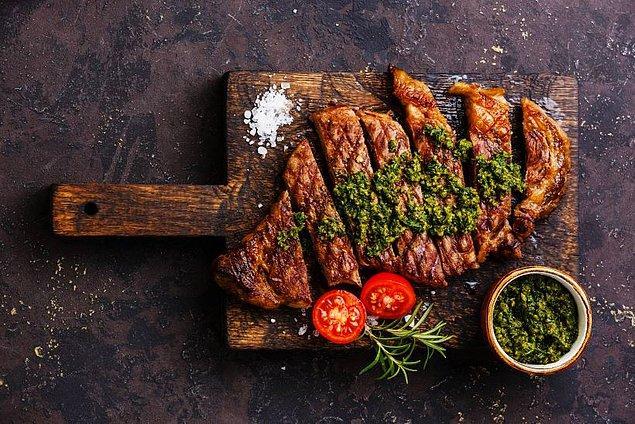 11. Türkiye'de lüks restoranlarda dünya paralara yiyeceğiniz ızgara etini, burada Arjantin Assado  (Mangal) kültürü ile dilediğinizce tadına varabilirsiniz.