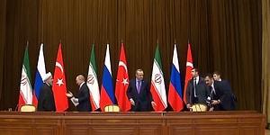 Sosyal Medya İkiye Bölündü: Putin, Erdoğan'ın Sandalyesini Bilerek mi Düşürdü?