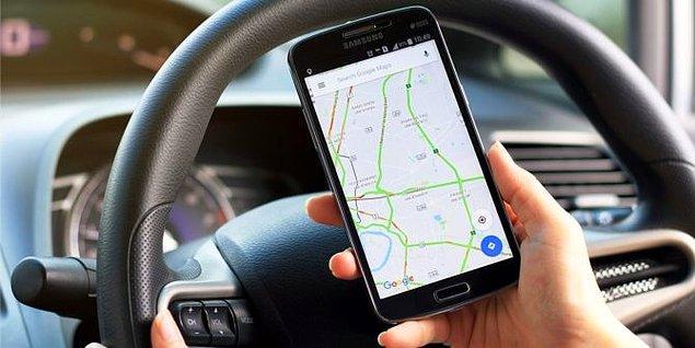 7. Bilmediğiniz bir şehirde taksiye bindiyseniz, telefonunuzdan haritaları açın ve gitmek istediğiniz noktayı istikamet olarak girin. Böylece taksici sizi dolaştırıyorsa anlamış olursunuz.