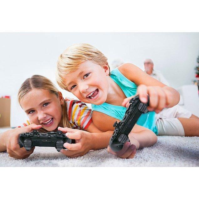 4. Oyun oynarken yenilince kablolara suç atma ihtimaliniz düşüyor :) Oturduğunuz yerden kablolarla uğraşmadan en sevdiğiniz oyunları keyifle oynamak için Wireless Nintendo oyun konsolunu havada kapın