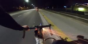 Bisikletine Kurduğu Düzenekle Motosikletçilere Füze Saldırısı Yapan Adam