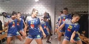 İsveç Kadın Hentbol Takımından Zumbalı Galibiyet Sevinci