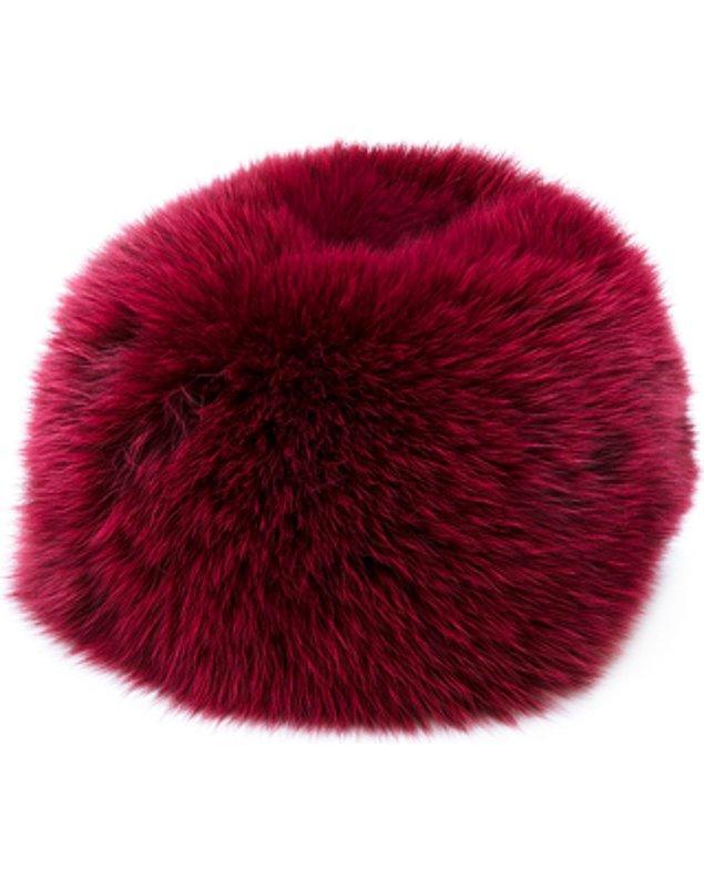Daniela Pancheri marka kürk şapkanın fiyatı 265,35 Euro, yani 1.205 TL.