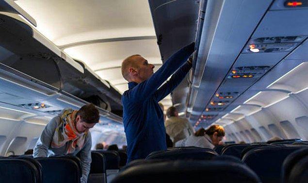 5. Uçakla seyahat ederken, uçuşta kullanmayacaksanız bile kıymetli eşyalarınızı ve elektroniklerinizi yanınızda taşıyın.