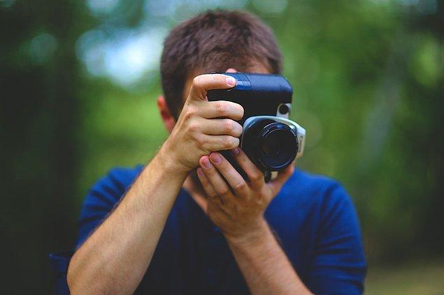 10. Özel günlerde grubun ya da ailenin bir 'fotoğrafçısı' varsa, makinesini ondan alın ve onun da olduğu birkaç kare çekin.