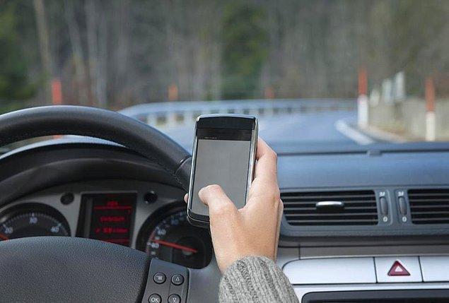 4. Araba sürerken mesajlaşır mısın?