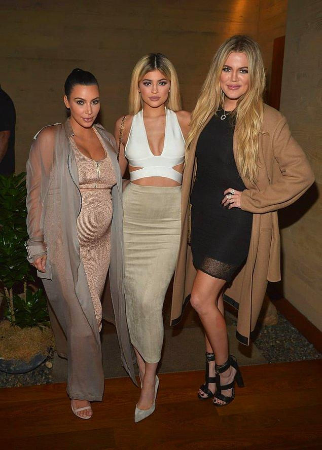 Hem Khloé ve Kim Kardashian hem de Kylie Jenner hamilelik haberleriyle gündemi meşgul ediyorlar... Yaklaşık 3 aydır! 😑