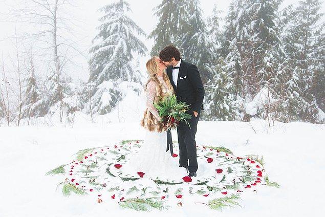 3. Ve tabii ki yeşille beyazın buluştuğu çam ağaçlarının eşsiz manzarasında evlenmeyi ister misiniz?