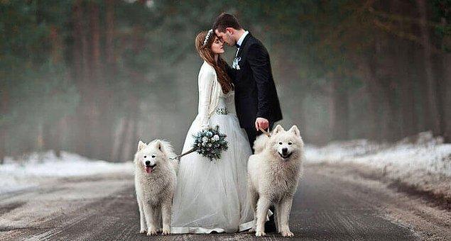 4. Yaz sevenler bir yana, kış düğünü fotoğrafları çok estetik değil mi? 😍
