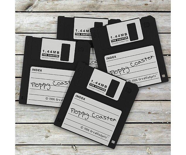 13. Bir dönemin veri depolama kahramanları; 1,44 MB Disket görünümlü bardak altlığı