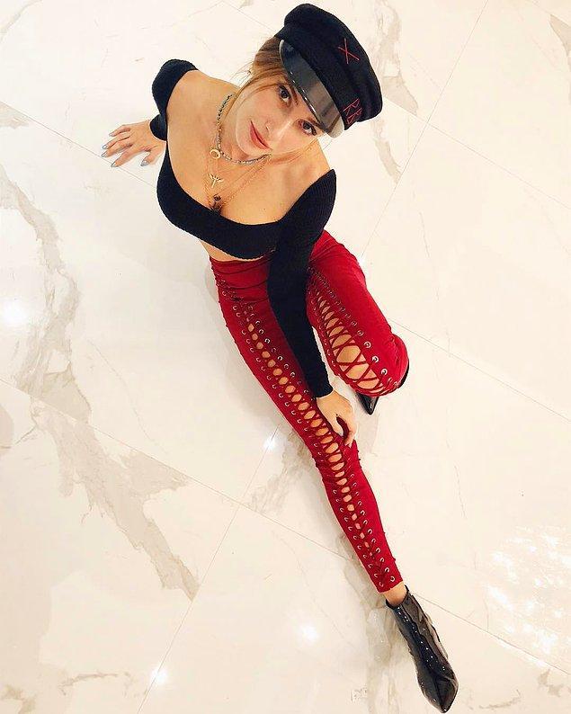 8. Şeyma Subaşı'nın kırmızı pantolonuna ve şapkasına bayıldık! Bu haftanın en şık görünenlerinden olabilirsin.